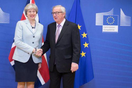Theresa May e Jean-Claude Juncker hanno chiuso (con successo?) la prima fase della Brexit
