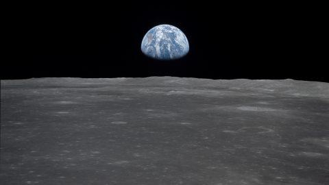 La Terra vista dalla Luna in un'immagine della missione Apollo 11